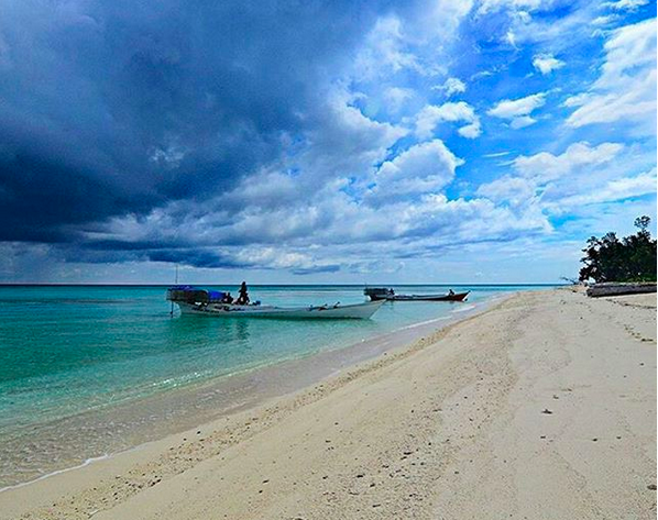 https: img.okezone.com content 2018 03 14 406 1872423 pulau-lanjukang-punya-surga-bawah-laut-yang-masih-sepi-pengunjung-onH5siPNo8.png