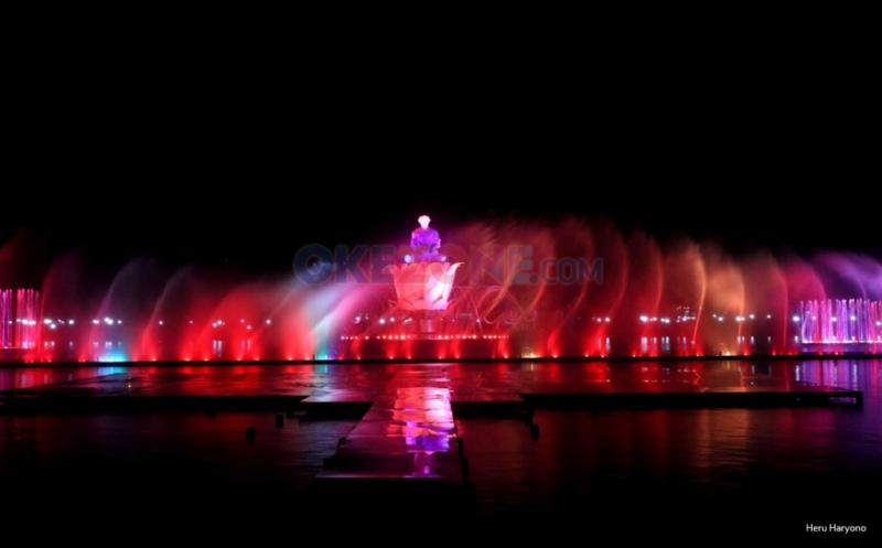 https: img.okezone.com content 2018 03 15 406 1873366 air-mancur-menari-di-purwakarta-bakal-diadopsi-oleh-wisata-danau-toba-VhRvOOGkfp.jpg