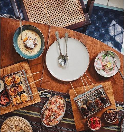 https: img.okezone.com content 2018 03 16 298 1873586 food-photographer-expert-fellexandro-ruby-bocorkan-trik-fotografi-flatlay-yang-bikin-tampilan-medsos-kece-40bajmk4dQ.png