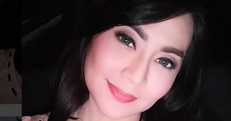 https: img.okezone.com content 2018 03 16 33 1873720 baru-saja-dipamerkan-di-sosmed-beredar-foto-menikah-kekasih-tessa-kaunang-IaJRwYG09i.jpg