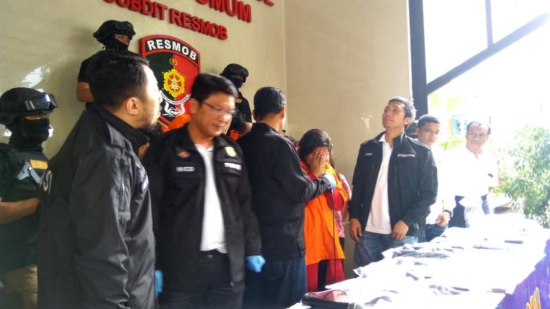 https: img.okezone.com content 2018 03 17 337 1874176 peran-wanita-indonesia-anggota-sindikat-luar-negeri-kasus-skimming-bank-bri-c4AL0WWK9U.jpg