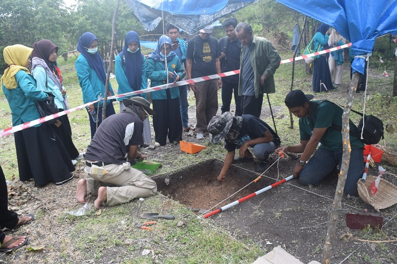 https: img.okezone.com content 2018 03 17 406 1874298 peneliti-malaysia-dan-aceh-temukan-artefak-berusia-700-tahun-terbukti-ada-kerajaan-lamuri-di-aceh-7qooVwZPaG.jpeg