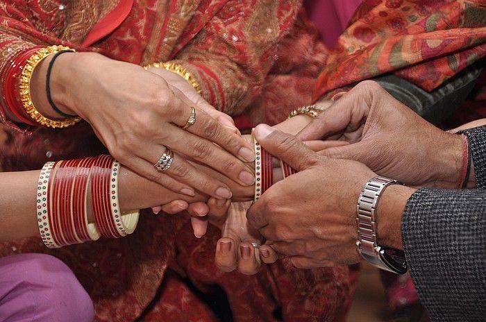 https: img.okezone.com content 2018 03 20 196 1875174 baru-menikah-6-hari-suami-bantu-istrinya-menikahi-mantan-pacar-ini-alasannya-yang-bikin-haru-Qb3wFe1elN.jpg
