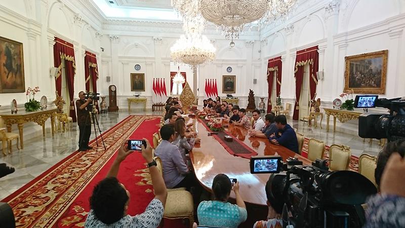https: img.okezone.com content 2018 03 22 33 1876675 presiden-jokowi-ungkap-strategi-pemerintah-majukan-industri-musik-nasional-Oa22TMkoAd.jpg