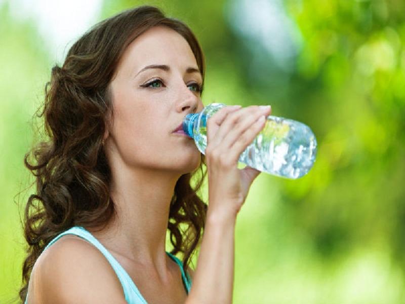 https: img.okezone.com content 2018 03 22 481 1876334 5-manfaat-minum-air-untuk-kebugaran-tubuh-hingga-melembapkan-kulit-TtV8yko1kT.jpg
