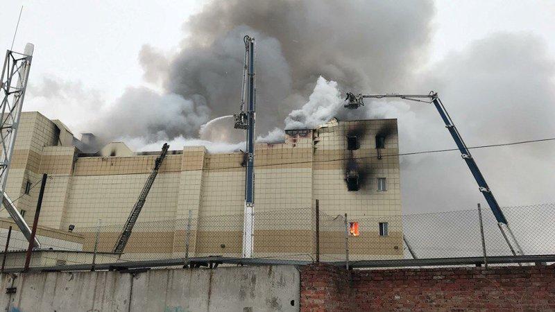 https: img.okezone.com content 2018 03 26 18 1878072 64-tewas-dalam-kebakaran-mal-rusia-nXE8Yxn5GC.jpg