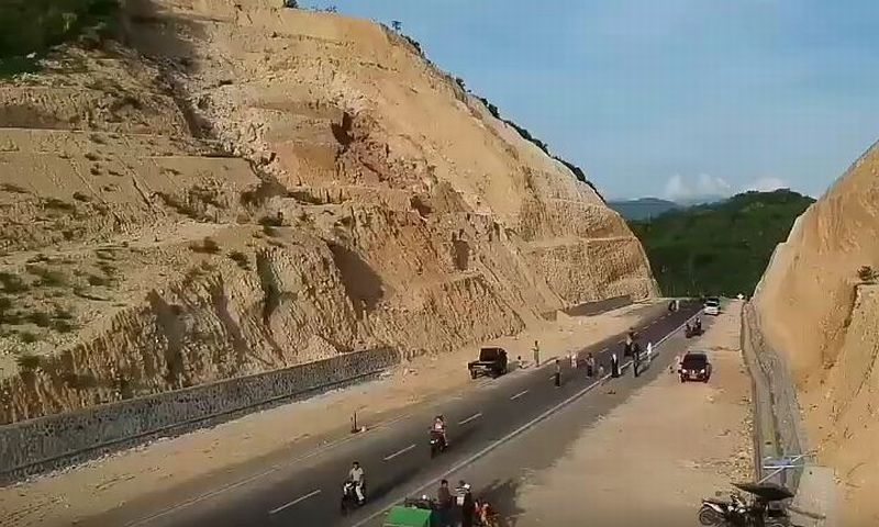 https: img.okezone.com content 2018 03 26 406 1877757 gunung-potong-jadi-obyek-wisata-baru-gorontalo-ES4FehIv0I.JPG