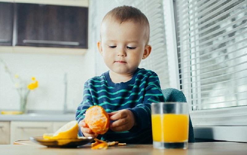 https: img.okezone.com content 2018 03 26 481 1877900 hati-hati-konsumsi-makanan-makanan-ini-berisiko-timbulkan-masalah-eksim-pada-balita-9uS7BcrFLB.jpg