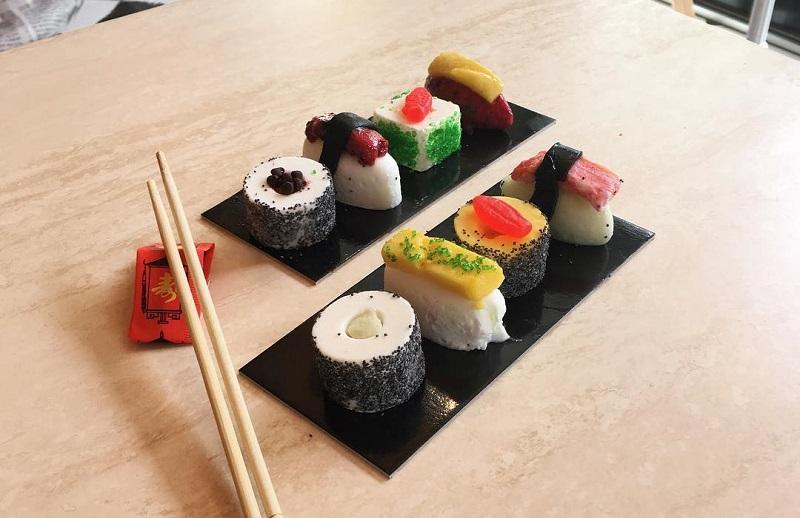 https: img.okezone.com content 2018 03 27 298 1878563 unik-olahan-sushi-ini-ternyata-terbuat-dari-es-krim-GvuDrg3JKK.jpg