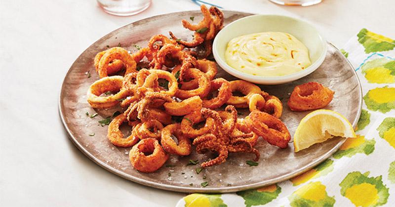 https: img.okezone.com content 2018 03 27 298 1878641 rekomendasi-menu-makan-malam-cumi-cumi-goreng-bumbu-dan-omelet-tongkol-ebrNq02wDz.jpg