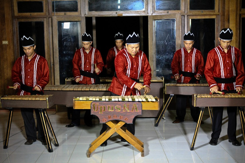 https: img.okezone.com content 2018 03 28 406 1879229 upaya-warga-minahasa-agar-kolintang-diakui-unesco-sebagai-warisan-budaya-dunia-gCTwL2EITC.jpg