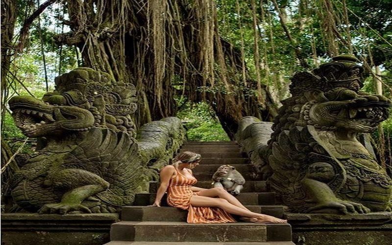 https: img.okezone.com content 2018 03 28 406 1879256 mantan-model-playboy-kepincut-keindahan-pulau-dewata-ini-3-pose-sensualnya-tgZy3rk8Ty.jpg