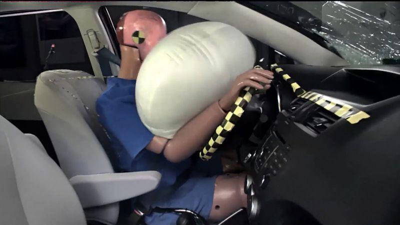 https: img.okezone.com content 2018 03 29 15 1879453 tahukah-anda-ternyata-airbag-mobil-sudah-ada-sejak-1950-an-Zwlc2tRJYk.jpg