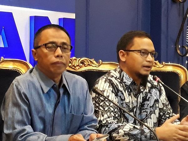 https: img.okezone.com content 2018 03 29 337 1879758 beri-sinyal-dukung-jokowi-di-pilpres-2019-pan-politik-itu-cair-NleeObuz52.jpg