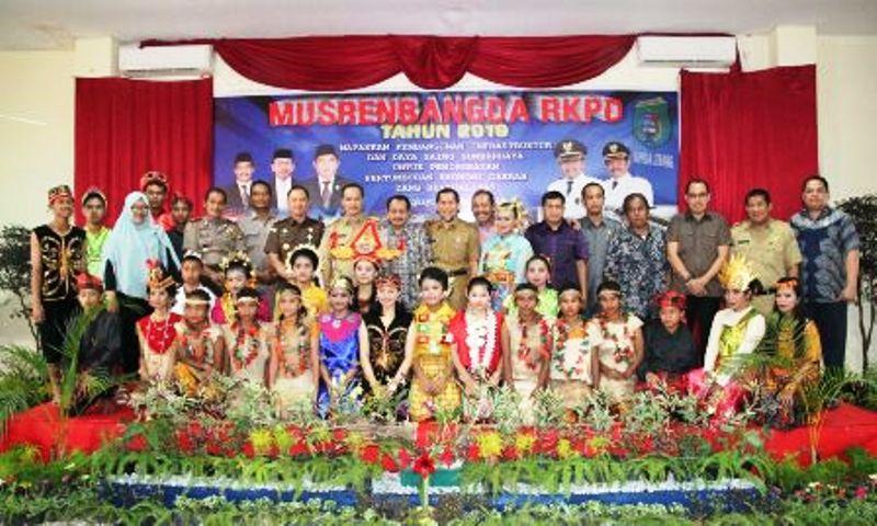 https: img.okezone.com content 2018 03 29 340 1879583 gelar-musrenbang-kabupaten-pasangkayu-targetkan-pertumbuhan-ekonomi-meningkat-qFxnru0odP.jpeg
