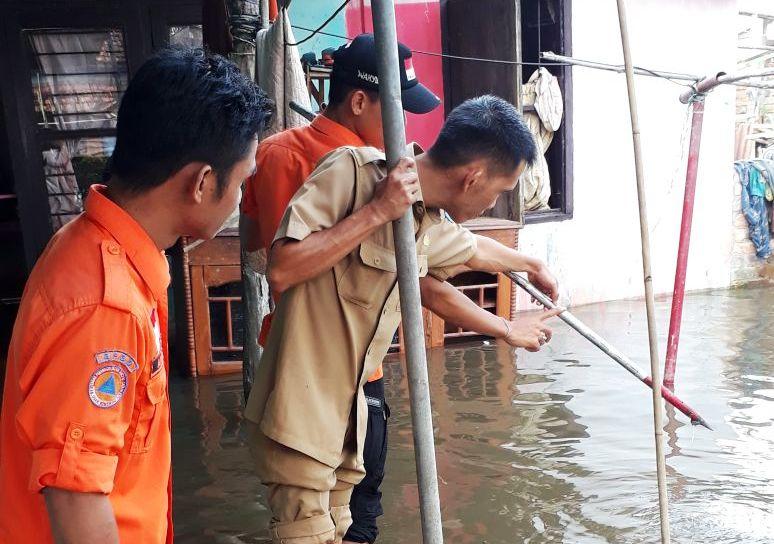 https: img.okezone.com content 2018 03 29 340 1879694 banjir-hingga-1-meter-kepung-kabupaten-oki-sumsel-nEGD5PEWjN.jpg