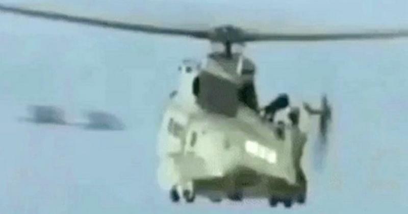https: img.okezone.com content 2018 03 29 56 1879932 misteri-ufo-yang-terlihat-di-dekat-helikopter-J4GBZFn0W9.jpg