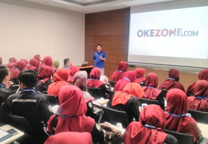 https: img.okezone.com content 2018 03 29 65 1879573 berkunjung-ke-redaksi-okezone-puluhan-mahasiswa-iain-cirebon-antusias-IVGeICrJCb.jpg