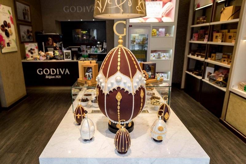 https: img.okezone.com content 2018 03 30 298 1880165 ini-wujud-cokelat-telur-paskah-raksasa-seharga-rp96-7-jutaan-APFHlSEGch.jpg