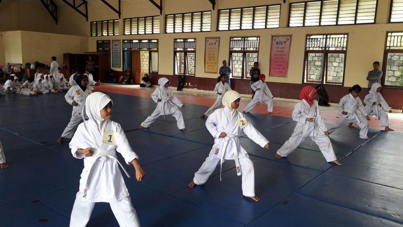 https: img.okezone.com content 2018 04 03 43 1881270 papua-seleksi-atlet-karate-jelang-pon-2020-VQhXB0dLwV.jpg