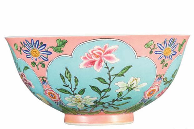 https: img.okezone.com content 2018 04 04 320 1881878 mangkuk-antik-milik-kaisar-kangxi-terjual-rp418-miliar-hCuIq1HzXa.jpg