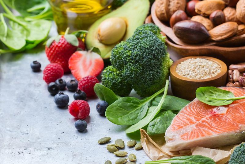 Pada dasarnya mengonsumsi banyak makanan segar atau fresh harus jadi bagian dari diet sehat.