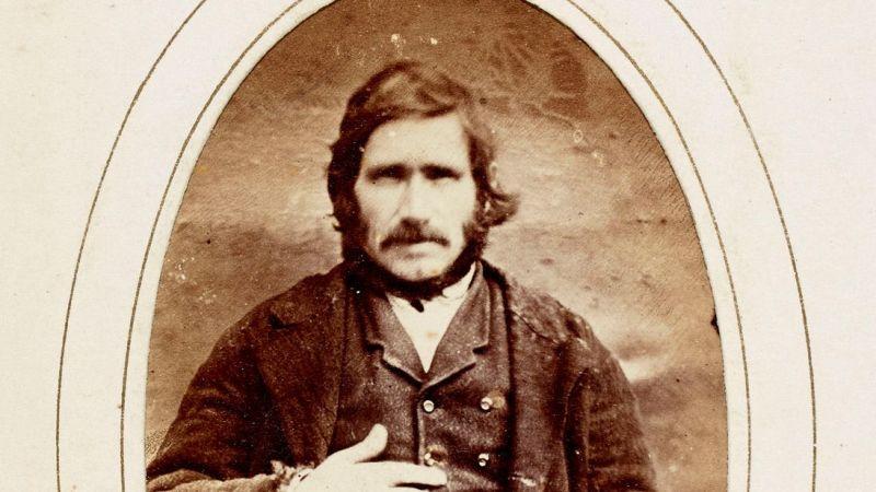 https: img.okezone.com content 2018 04 05 18 1882429 irlandia-berikan-pengampunan-pada-seorang-pria-140-tahun-setelah-dia-dihukum-gantung-JxfWmDXvrD.jpg
