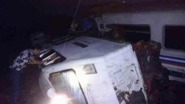 https: img.okezone.com content 2018 04 06 519 1883349 kereta-api-sancaka-tabrak-truk-trailer-2-orang-tewas-mengenaskan-eM1MfEmEcY.jpg