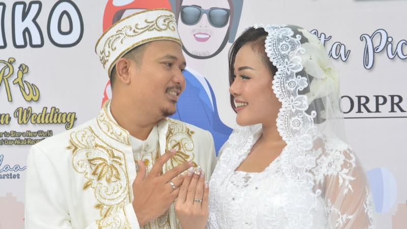 https: img.okezone.com content 2018 04 08 33 1883855 chef-aiko-resmi-menikah-dengan-saugi-balfas-DAXKp2W7km.jpg