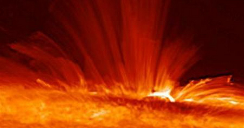 https: img.okezone.com content 2018 04 08 56 1883815 lidah-api-matahari-menjulur-hingga-ketinggian-500-ribu-kilometer-tlFFQQN4NX.jpg