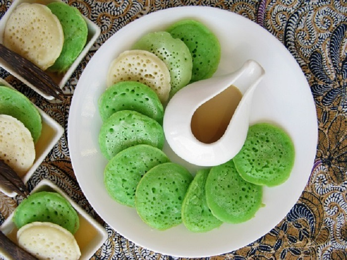 https: img.okezone.com content 2018 04 10 298 1884629 menu-sarapan-praktis-serabi-pandan-saus-jahe-dan-arem-arem-beras-merah-m75rrGvj3L.jpg