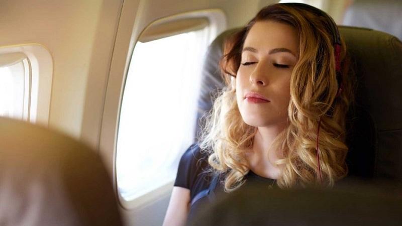 https: img.okezone.com content 2018 04 10 406 1884586 5-teknik-relaksasi-agar-penumpang-tidak-tegang-sebelum-pesawat-lepas-landas-1BEnR5YpPx.jpg