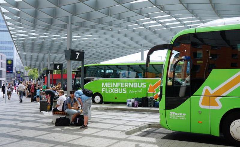 https: img.okezone.com content 2018 04 11 406 1885035 tips-hemat-keliling-eropa-naik-bus-dengan-fasilitas-pesawat-simak-ulasannya-QKXYIgPo5o.jpg