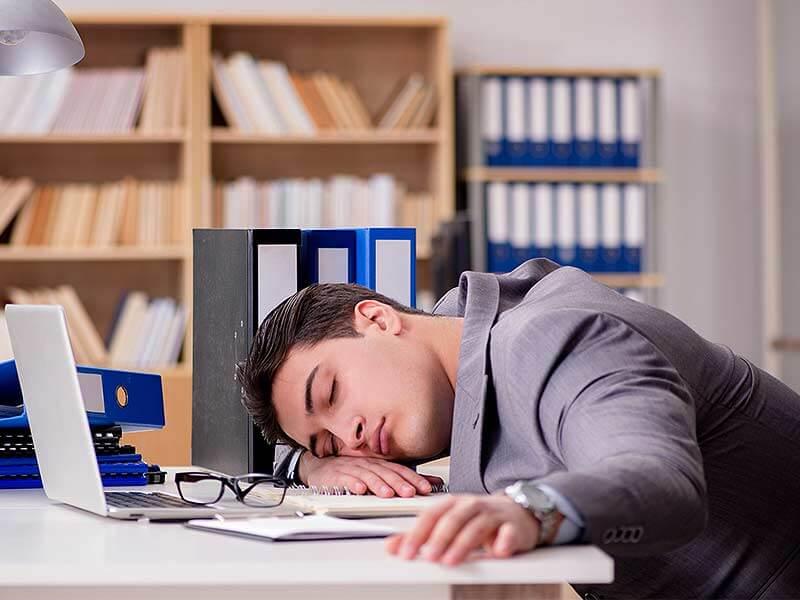 Hasil gambar untuk tidur di kantor