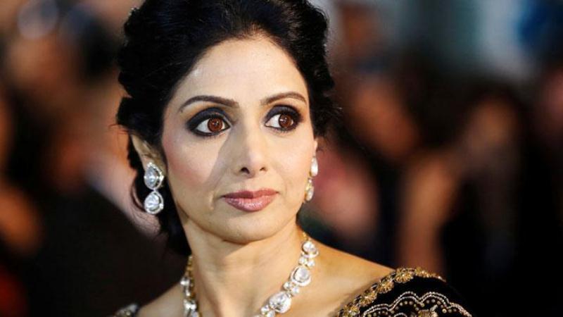 https: img.okezone.com content 2018 04 13 206 1886522 mendiang-sridevi-raih-best-actress-dalam-penghargaan-65th-national-film-awards-india-g1JIOnaClD.JPG