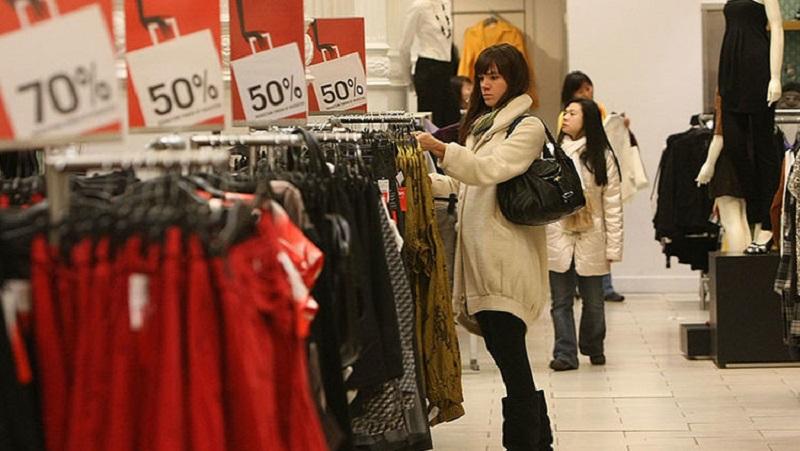https: img.okezone.com content 2018 04 13 481 1886280 hentikan-kebiasaan-pakai-pakaian-sehabis-dibeli-ini-bahaya-yang-mengintai-y5f7dbvuT4.jpg