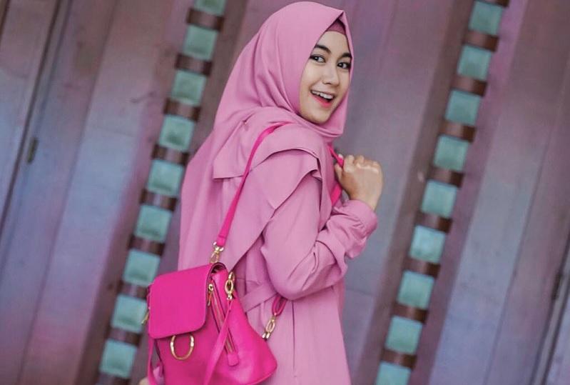 https: img.okezone.com content 2018 04 14 33 1886702 jelang-ramadan-anisa-rahma-berniat-rilis-single-religi-gwrMvuTduM.jpg