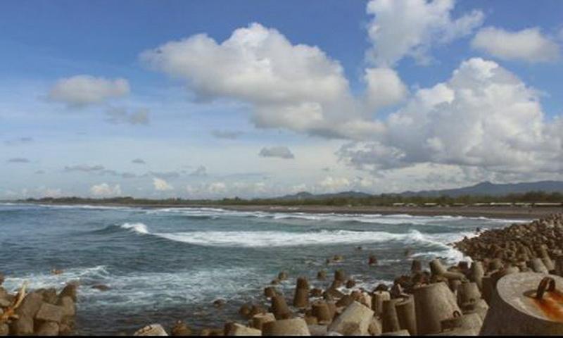 https: img.okezone.com content 2018 04 16 406 1887101 pemberlakuan-satu-akses-masuk-jumlah-wisatawan-pantai-glagah-meningkat-pFyabrCzQY.JPG