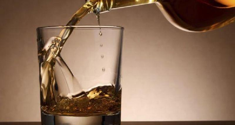 https: img.okezone.com content 2018 04 16 481 1887220 heboh-miras-oplosan-ini-yang-terjadi-ketika-orang-menenggak-alkohol-JqvwasSCsb.jpg