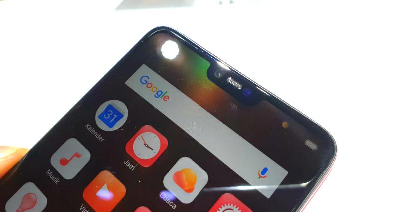 https: img.okezone.com content 2018 04 18 57 1888492 bocor-samsung-bakal-hadirkan-smartphone-dengan-jidat-hitam-1P2MlmJIPT.jpg