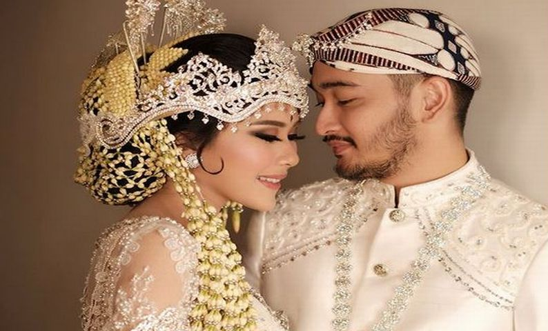 Menikah Syahnaz Sadiqah Pilih Kebaya Sunda Dan Gaun Bertema