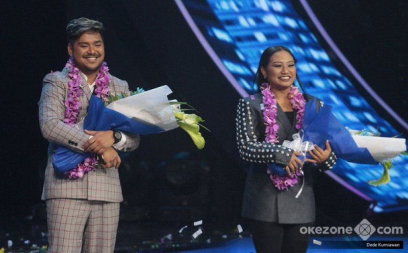 https: img.okezone.com content 2018 04 23 598 1890566 heboh-adu-yel-yel-fans-abdul-maria-jelang-result-show-indonesian-idol-jNL1CxC56K.jpg