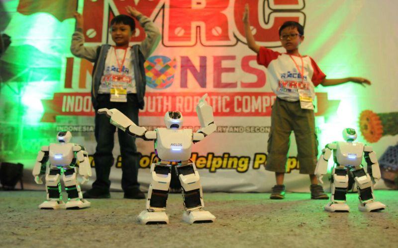 https: img.okezone.com content 2018 04 23 65 1890252 500-siswa-adu-strategi-dalam-kompetisi-robotic-nasional-FeZq4tKL7Q.jpg