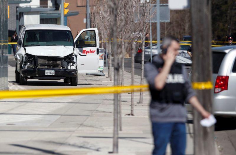 https: img.okezone.com content 2018 04 24 18 1890689 10-orang-tewas-saat-sebuah-mobil-tabrak-pejalan-kaki-di-toronto-kanada-m85f6U5eHt.jpg