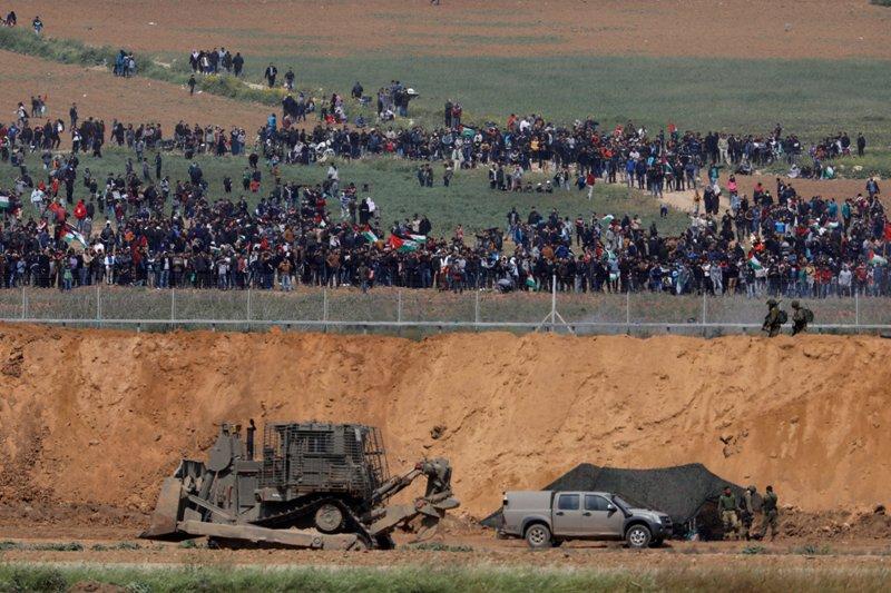 https: img.okezone.com content 2018 04 24 18 1891025 tembakan-aparat-israel-ke-kakinya-musnahkan-impian-remaja-gaza-QP59ECBg8y.JPG