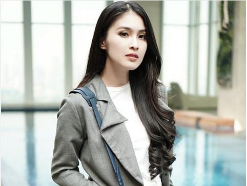 4 Seleb Cantik Indonesia Yang Setia Dengan Gaya Rambut Panjangnya Okezone Lifestyle