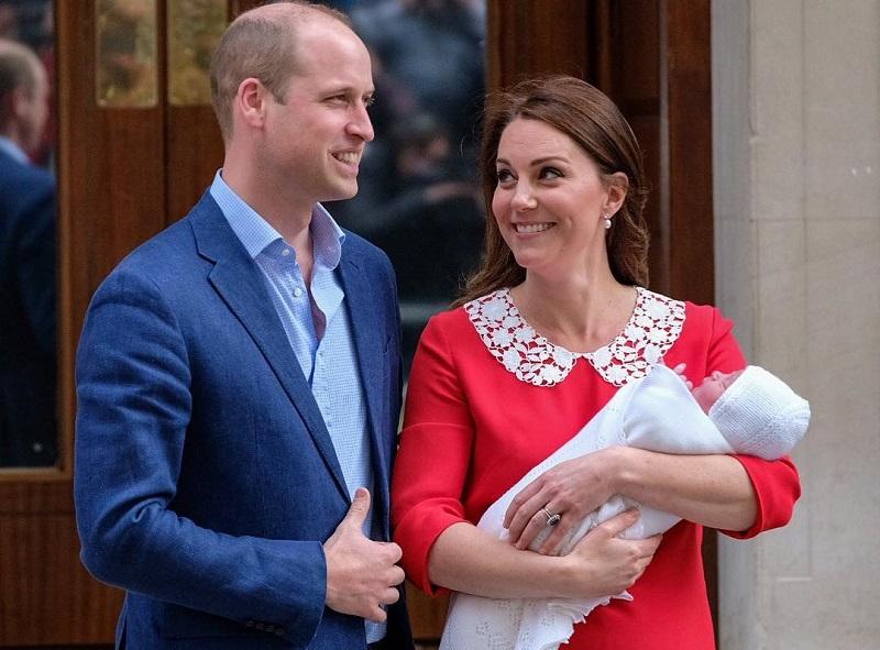 https: img.okezone.com content 2018 04 24 194 1890793 tampannya-pangeran-william-selalu-pakai-pakaian-berwarna-biru-saat-anaknya-lahir-gan2yP9aPZ.jpg