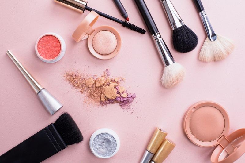 https: img.okezone.com content 2018 04 26 194 1891750 tips-bersihkan-spons-make-up-agar-wajah-terhindar-dari-jerawat-ZD1PQYoQtS.jpg