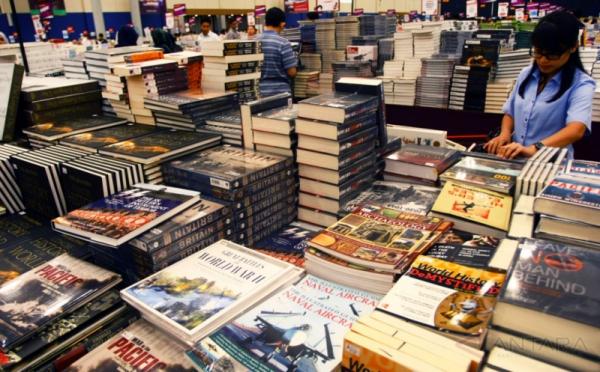 https: img.okezone.com content 2018 04 26 65 1891679 indonesia-jadi-negara-tamu-di-pameran-buku-internasional-kuala-lumpur-2018-43ynBlI9EJ.jpg