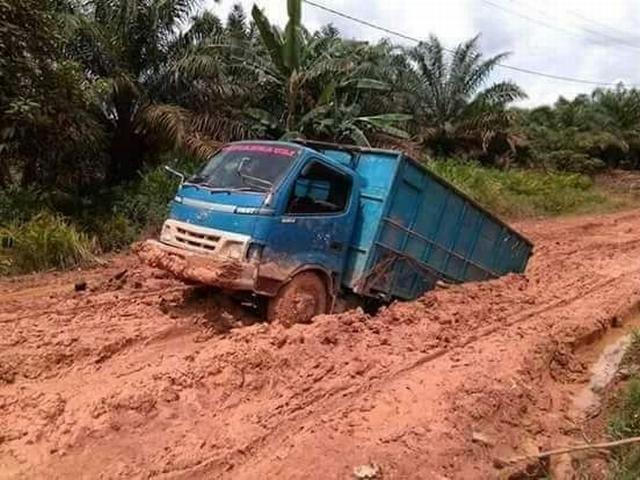 Jalan Penghubung Hancur Lebur Akses 8 Desa Di Kabupaten Muaro Jambi Lumpuh Okezone News